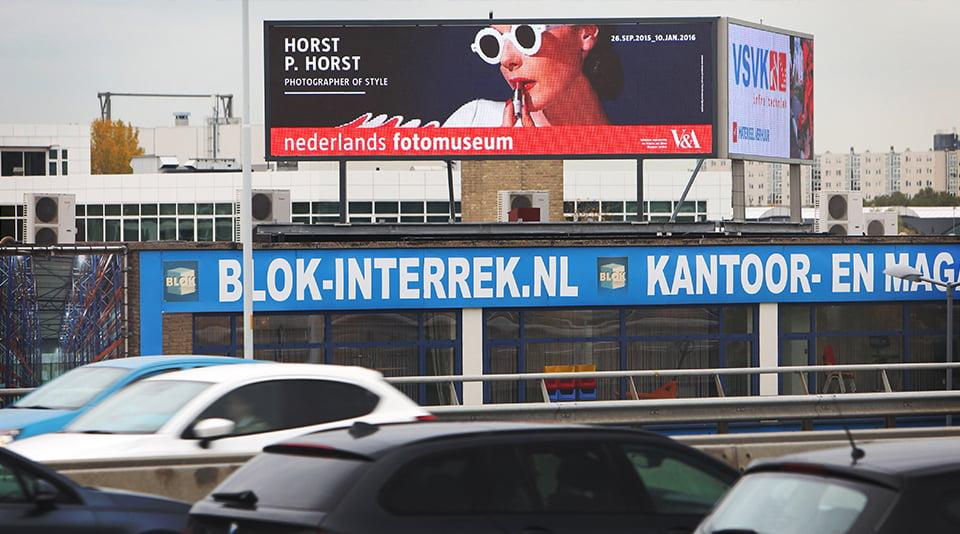 Digitaal billboard van Bereik aan de snelweg A20 in Rotterdam